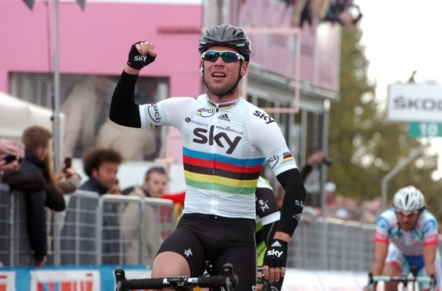 World Champion Mark Cavendish of Team Sky sprints to stage 2 victory in 2012 Giro d'Italia. Photo Fotoreporter Sirotti.