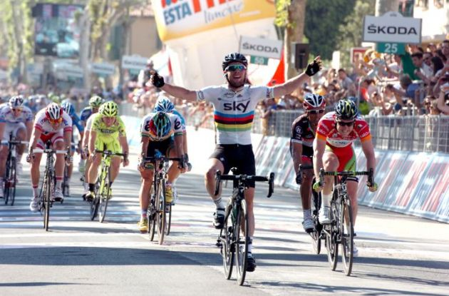 World Champion Mark Cavendish of Team Sky victorious in 2012 Giro d'Italia stage 5 finish line sprint. Photo Fotoreporter Sirotti.