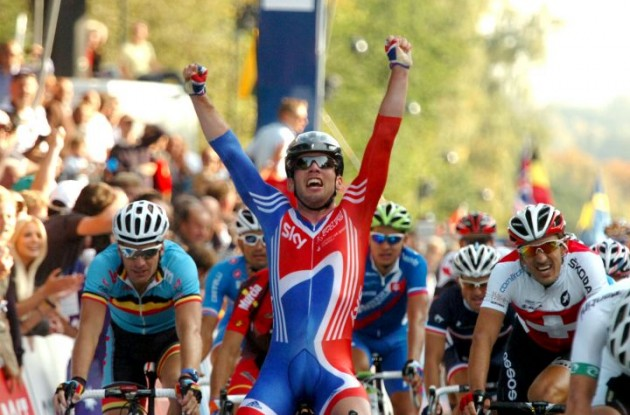 Mark Cavendish powers to world championship victory in Denmark ahead of Matt Goss and André Greipel. Photo Fotoreporter Sirotti.
