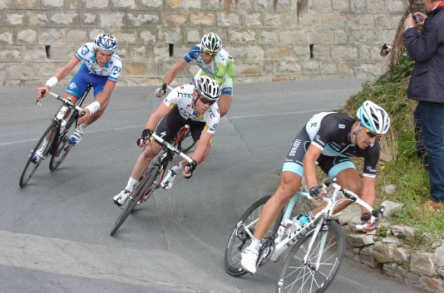 Fabian Cancellara leads Matthew Goss. Photo Fotoreporter Sirotti.