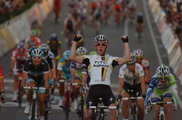 Matthew Goss wins the 2011 Cancer Council Classic. Photo Fotoreporter Sirotti.