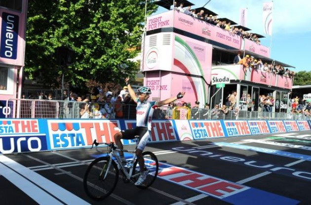 Matthew Lloyd wins stage 6 of the 2010 Giro d'Italia.