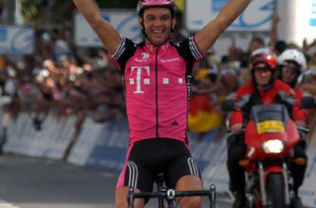 Nardello on his way to a big win for Team Telekom. Photo copyright Fotoreporter Sirotti.