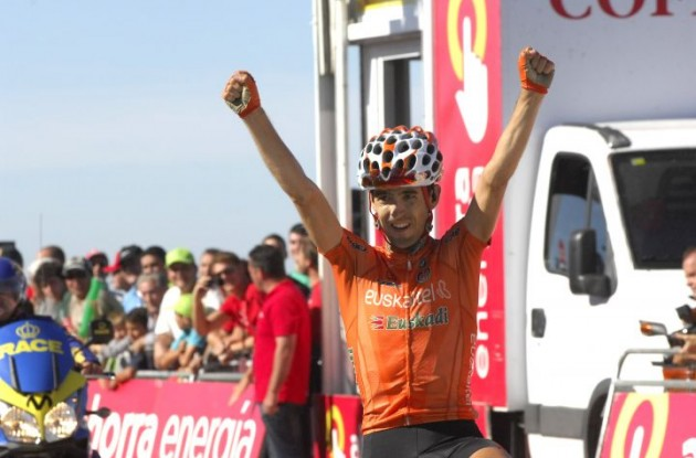 Mikel Nieve returns success to Team Euskaltel in the 2010 Vuelta a Espana by winning stage 16. Photo copyright Fotoreporter Sirotti.
