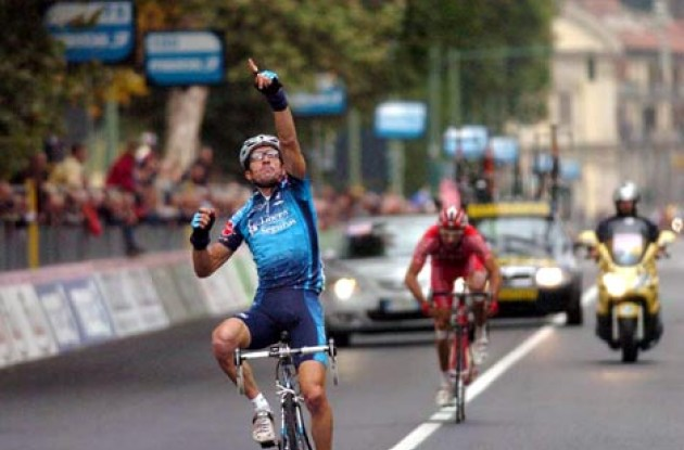Serrano takes the win in Torino. Photo copyright Fotoreporter Sirotti.