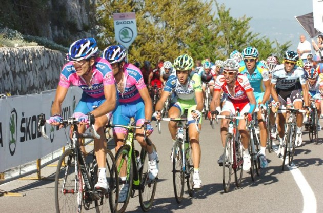 Nibali, Garzelli, Contador and Rodriguez battle against the final climb of today's stage 7 of the Giro d'Italia 2011. Photo Fotoreporter Sirotti.