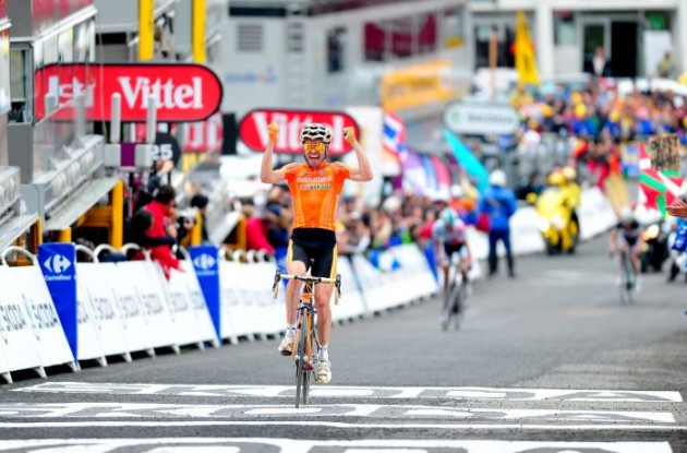 Team Euskaltel-Euskadi's Olympic Champion Samuel Sanchez climbs to stage 12 victory on Luz Ardiden climb. Photo Fotoreporter Sirotti.