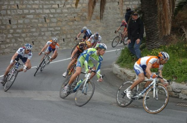 Oscar Freire, Tom Boonen and co. decend. Photo copyright Fotoreporter Sirotti.