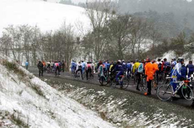 The ride to Cold Mountain - or back to the team hotels? Photo copyright Fotoreporter Sirotti.