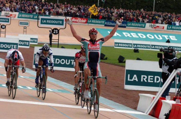 Magnus Backstedt takes the win ahead of Tristan Hoffman, Roger Hammond and Fabian Cancellara. Photo copyright Fotoreporter Sirotti.
