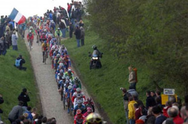The peloton on its way towards Roubaix. Stoned, anyone? Photo copyright Fotoreporter Sirotti.