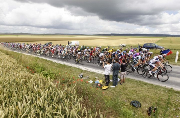 The Tour de France peloton passes through the French landscape. Photo Fotoreporter Sirotti.