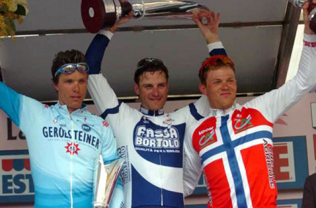 Top 3 on the podium. Petacchi (middle), Hondo (left), and Hushovd. Photo copyright Fotoreporter Sirotti.