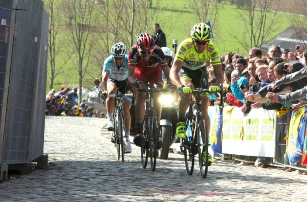 Pozatto, Ballan and Boonen climb. Photo Fotoreporter Sirotti.