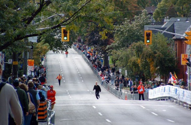 Queen Street begins with a little descent – a nice encouragement to start things off.