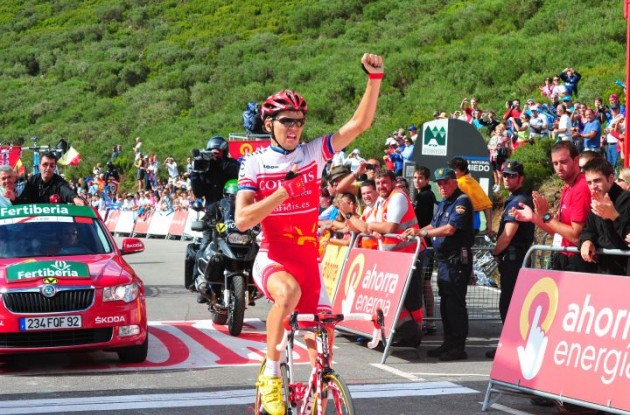 Rein Taaramae crosses the finish line in stage 14 of the the 2011 Tour of Spain. Photo Fotoreporter Sirotti.