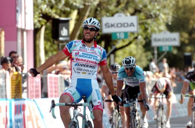 Roberto Ferrari wins stage 11 of 2012 Giro d'Italia. Photo Fotoreporter Sirotti.