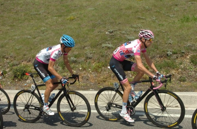 Team Garmin-Barracuda's Peter Stetina and Ryder Hesjedal fighting hard on their Cervelo bikes to defend their Giro d'Italia classification jerseys. Photo Fotoreporter Sirotti.