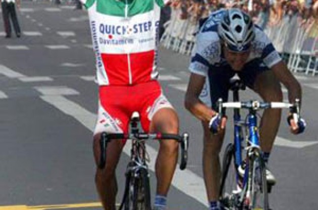 Bettini beats Basso in the final sprint to take his second World Cup win in a row. Photo copyright Fotoreporter Sirotti.