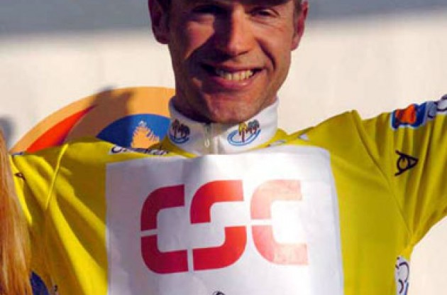 Jens Voigt in the yellow leader's jersey. Photo copyright Fotoreporter Sirotti.