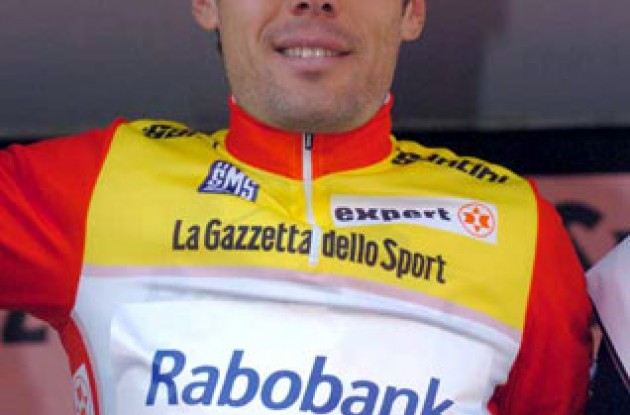 Freire wore the leader's jersey on the podium and will wear it in tomorrow's stage too. Photo copyright Fotoreporter Sirotti.