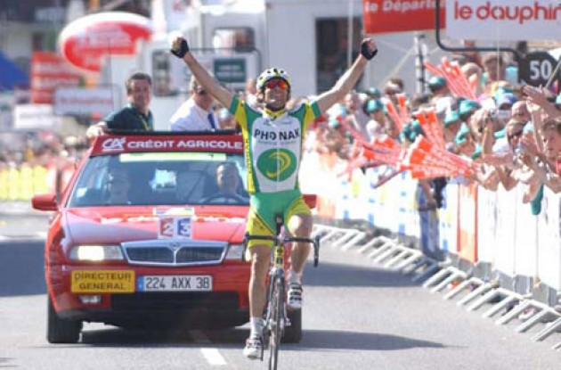 Santiago Botero (Phonak) takes the win. Photo copyright Fotoreporter Sirotti.