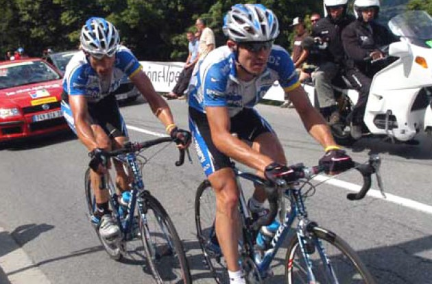 Lance Armstrong pulls George Hincapie in the 2005 Dauphine Libere. Photo Fotoreporter Sirotti.