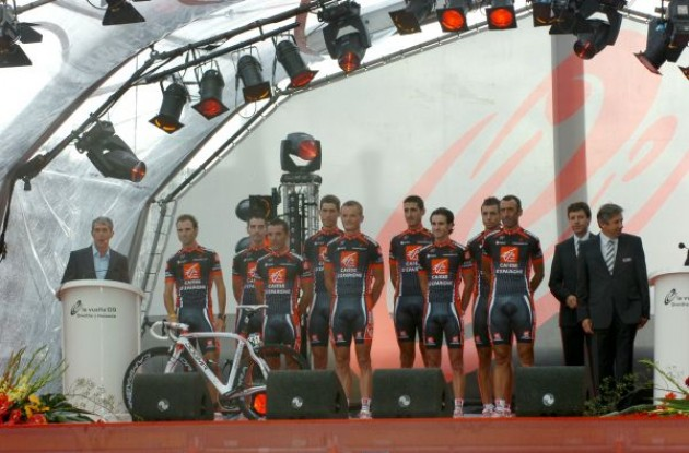 Team Caisse d'Epargne. Photo copyright Fotoreporter Sirotti.