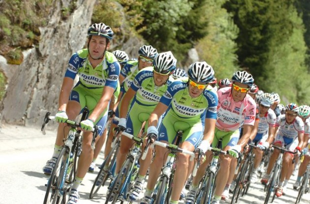 Team Liquigas - a bit too dominating? Photo copyright Fotoreporter Sirotti.