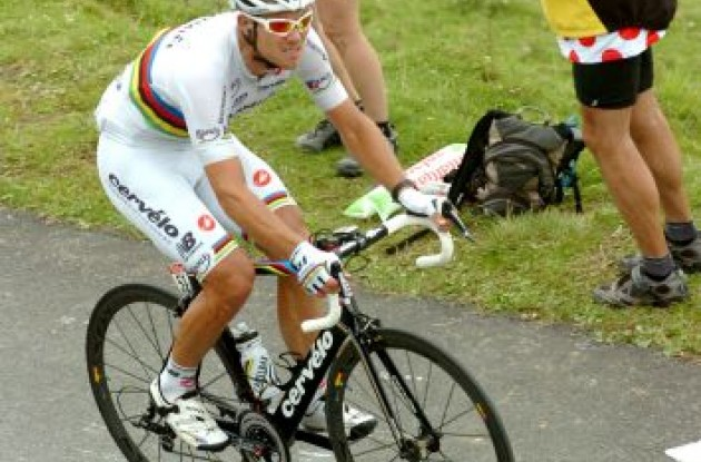 "Thor Hushovd on his way to an impressive Tour de France stage victory on his <A HREF=""http://www.cervelo.com"">Cervélo S5 bike</A>. Photo Fotoreporter Sirotti."