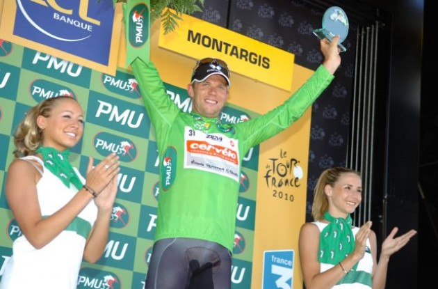A proud Thor Hushovd on the podium. Photo copyright Fotoreporter Sirotti.