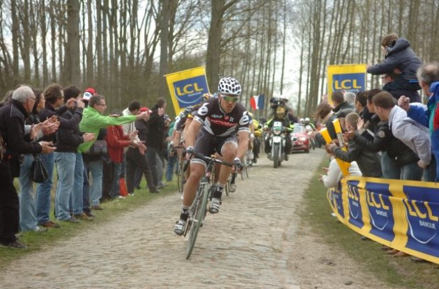 Thor Hushovd (Cervelo TestTeam) chasing Cancellara. Photo copyright Fotoreporter Sirotti.