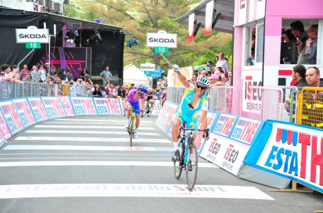 Team Astana's Paolo Tiralongo climbs to Giro d'Italia stage victory ahead of last year's winner   Michele Scarponi and Team RadioShack-Nissan's Frank Schleck. Photo Fotoreporter Sirotti.