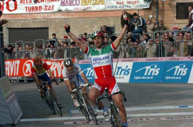 Bettini on a roll. Photo copyright Fotoreporter Sirotti.