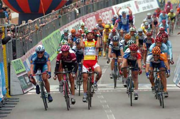 Paolo Bettini takes the win ahead of Freire and Zabel. Photo copyright Fotoreporter Sirotti.
