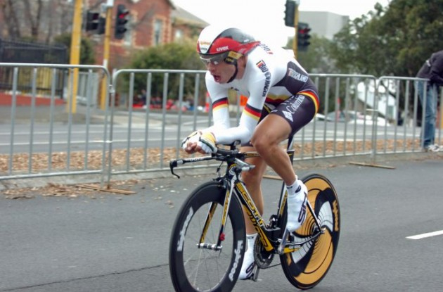 Tony Martin (Germany) on his way towards the finish line after his unfortunate puncture. Photo Fotoreporter Sirotti.