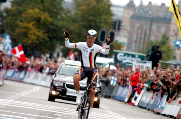 Germany's Tony Martin celebrates his victory in the elite men's time trial of the 2011 UCI road world championships. Photo Fotoreporter Sirotti.