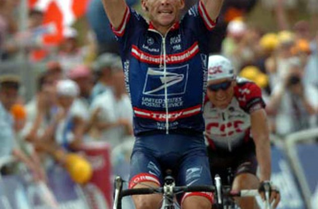 Lance Armstrong (US Postal) takes the stage win ahead of Ivan Basso (Team CSC). Will he be able to take the yellow leader's jersey again in this year's Tour? Stay tuned to Roadcycling.com to find out! Photo copyright Fotoreporter Sirotti.