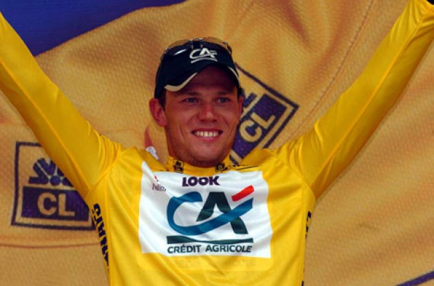 Thor Hushovd looking extremely happy on the podium. Enjoy! Will he keep the yellow jersey after tomorrow's stage? Stay tuned to Roadcycling.com to find out! Photo copyright Fotoreporter Sirotti.