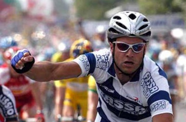 Petacchi takes his 2nd win in this year's Tour de France. Photo copyright Fotoreporter Sirotti.