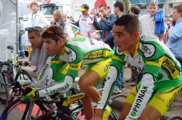 Team Phonak's Gonzalez, Gutierrez and Sevilla warming up for the team time trial.