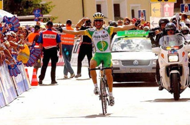 Pereiro takes a long awaited win for Phonak. Photo copyright Fotoreporter Sirotti.