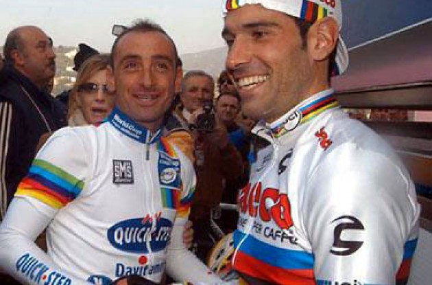World Cup winner Paolo Bettini greets World Champion Igor Astarloa. No hard feelings here? Photo copyright Fotoreporter Sirotti.