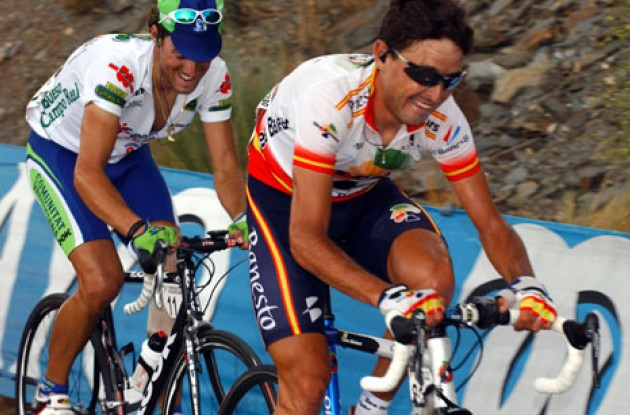 Tough Mancebo fights his way to the top with Valverde on his wheel. Photo copyright Unipublic.