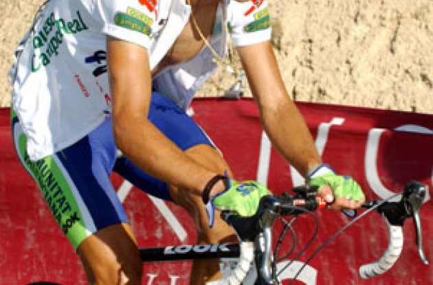 Alejandro Valverde (Comunidad Valenciana-Kelme) had a rough day on the bike. Photo copyright Unipublic.