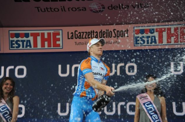 Tyler Farrar celebrates his win on the podium. Photo copyright Fotoreporter Sirotti.