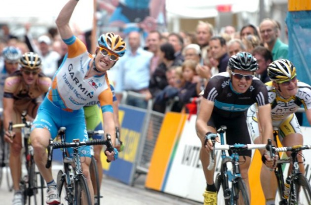 Tyler Farrar (Team Garmin-Transitions) repeats Vattenfall Cyclassics win in Hamburg, Germany. Edvald Boasson Hagen   (Team Sky) finishes 2nd, ahead of Andre Greipel (Team HTC - Columbia). Photo copyright Fotoreporter Sirotti.