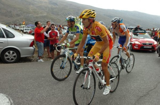 Valverde, Basso and Gesink on the final climb. Photo copyright Fotoreporter Sirotti.