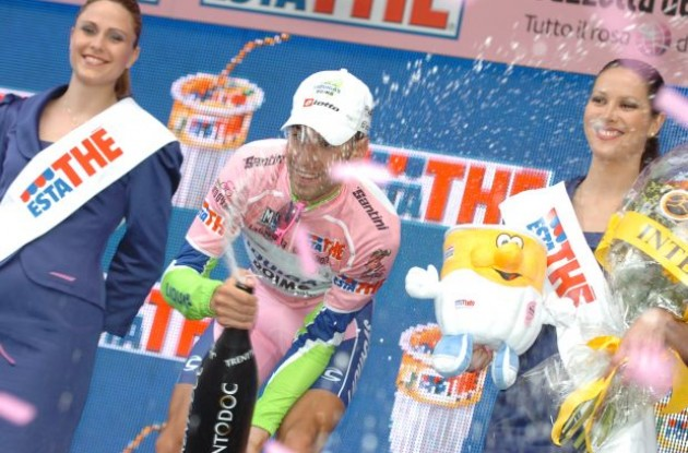 Nibali celebrates his Giro d'Italia lead on the podium in Italy. Photo copyright Fotoreporter Sirotti.