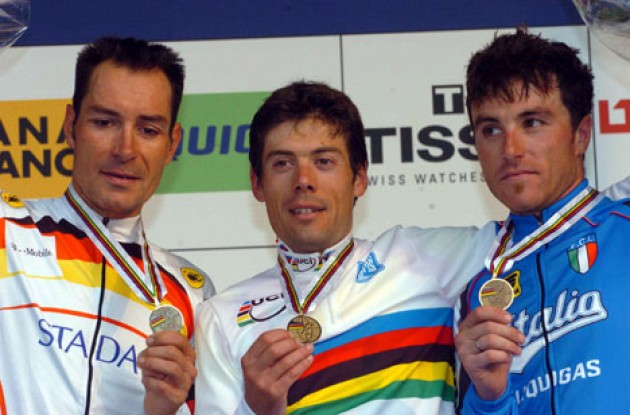 The podium in Verona, Italy. From left to right: Erik Zabel (2nd - Germany), Oscar Freire (1st - Spain), and Luca Paolini (3rd - Italy). Photo copyright Fotoreporter Sirotti.